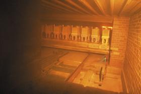 トンネル窯内部