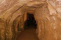 間歩(まぶ)と呼ばれる銀鉱石を掘った鉱脈